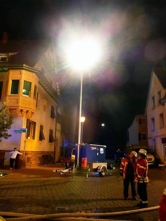 THW beim Einsatz in Teningen: Die Einsatzstelle wurde ausgeleuchtet.    Foto: THW