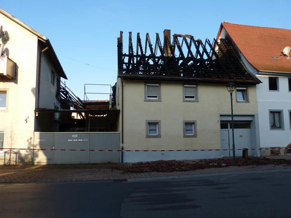 Großbrand in Teningen – am Tag danach werden die Zerstörungen deutlich    Foto: Aribert Rüssel