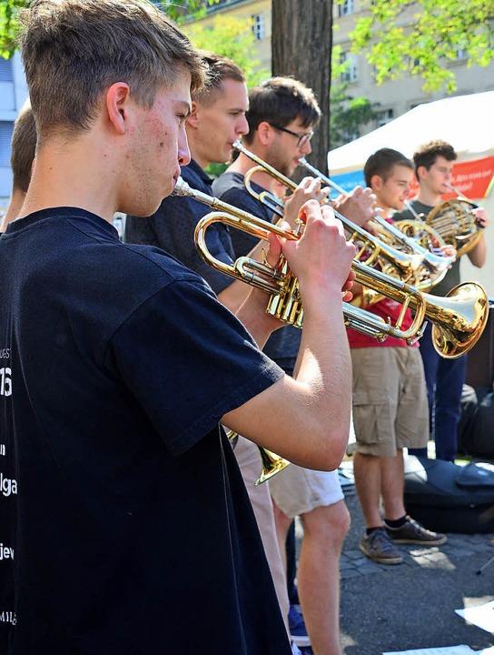 Gemeinsamer Auftritt auf dem Claraplatz   | Foto: Annette Mahro