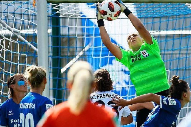 Die Erstliga-Fußballerinnen des SC Freiburg spielen zum Saisonstart 0:0 gegen den SC Sand