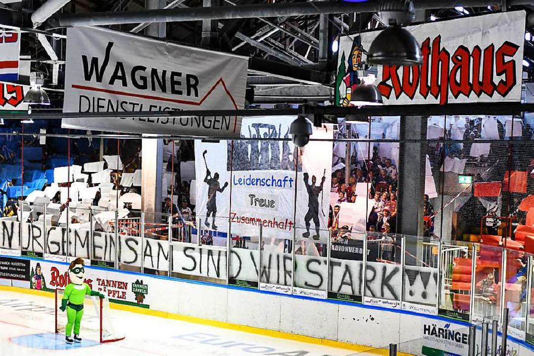 Zum ersten Heimspiel kamen rund 1900 Fans in die Franz-Siegel-Halle.    Foto: Patrick Seeger