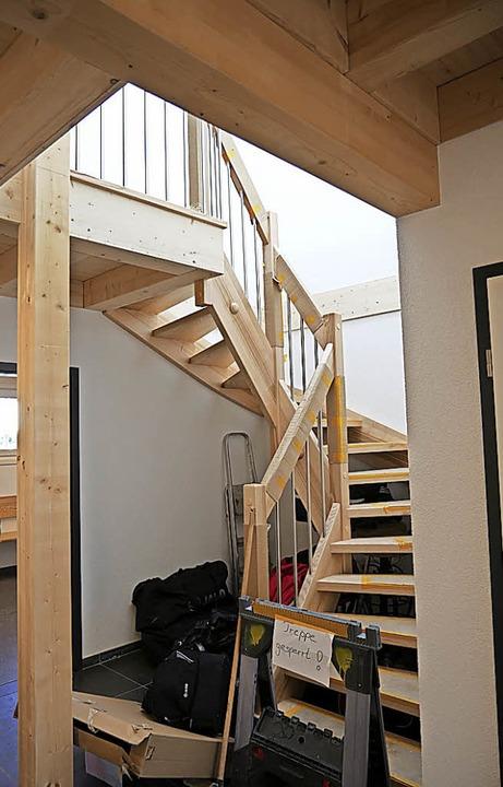 Noch ist das Dachgeschoss im Rohbau - ...weihungsfest keinen Zutritt nach oben.  | Foto: Eva Korinth