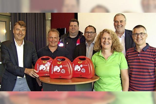 Rote Köfferchen sollen im Notfall Leben retten