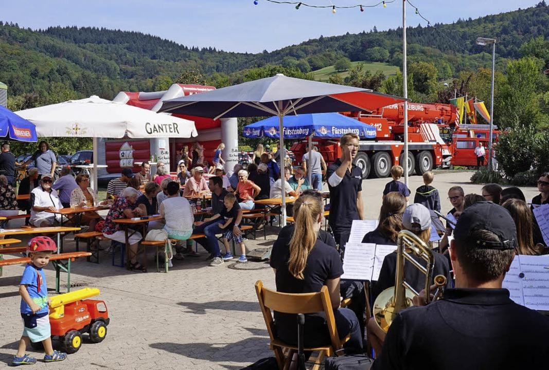 Auch beim Sonntagmittagskonzert des Mu... es beim Hock kaum mehr freie Plätze.   | Foto: Steckmeister