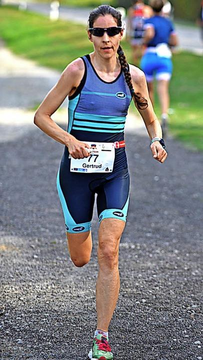 Während Gertrud Wiedemann (links) den ...empoverschärfung beim letzten Laufen.   | Foto: Murst