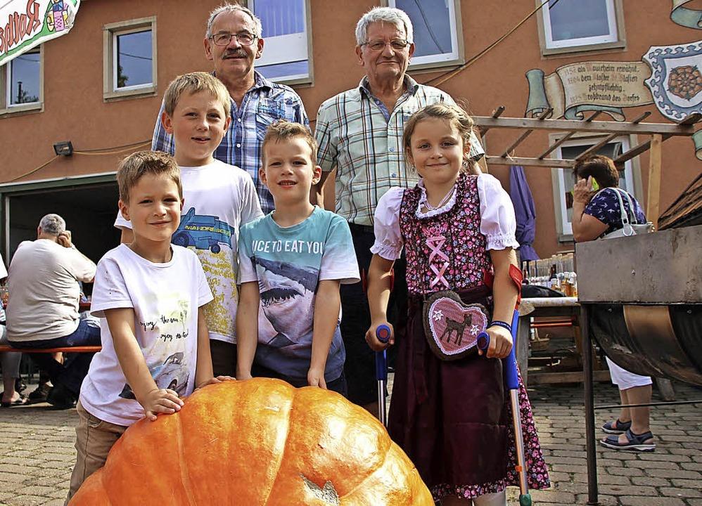 Siegfried Zolg (hinten, von links) erz...r für den Sportverein Mauchen gezogen.    Foto: Yvonne Würth