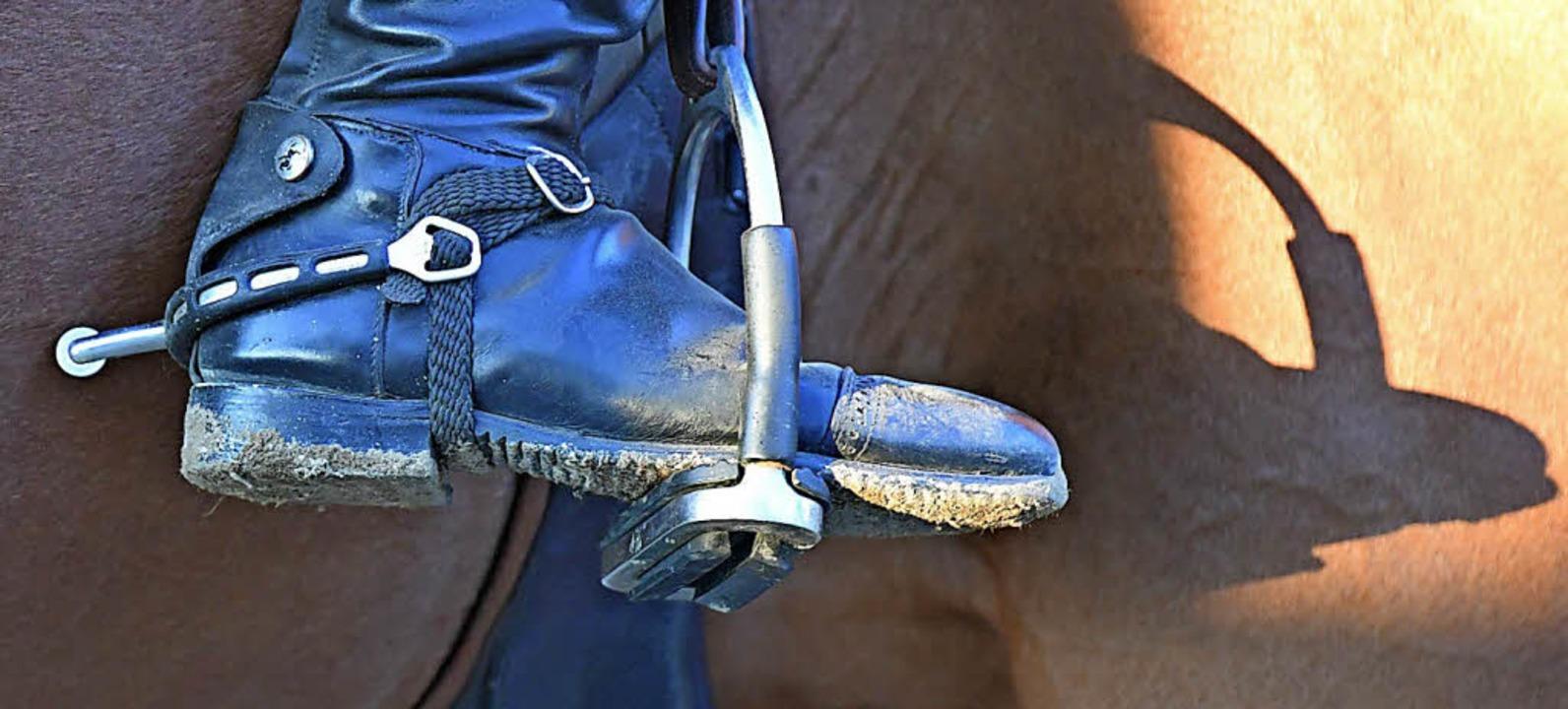 Schattenspiel mit Stiefel und Sporen.  | Foto: Achim Keller