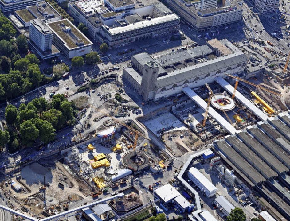 Großbaustelle: Der Verlauf des neuen G...r das Dach das Tiefbahnhofes tragen.    | Foto: dpa