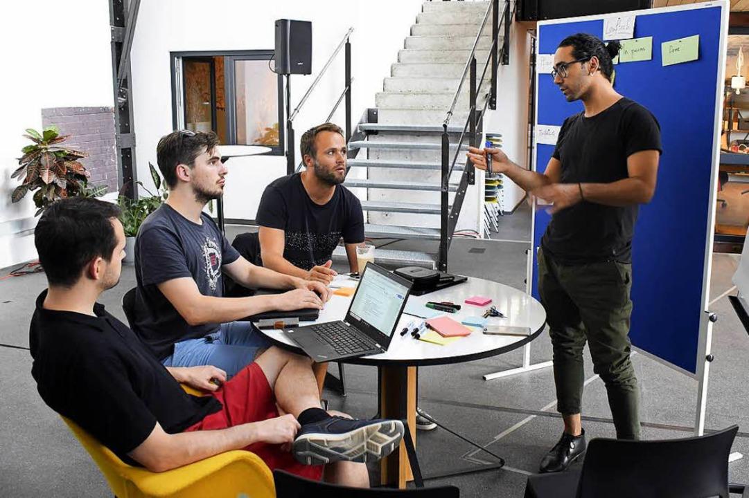 Sasan Zahirnia vom Start-Up Leaftech präsentiert den Stand der Entwicklung.    Foto: Thomas Kunz