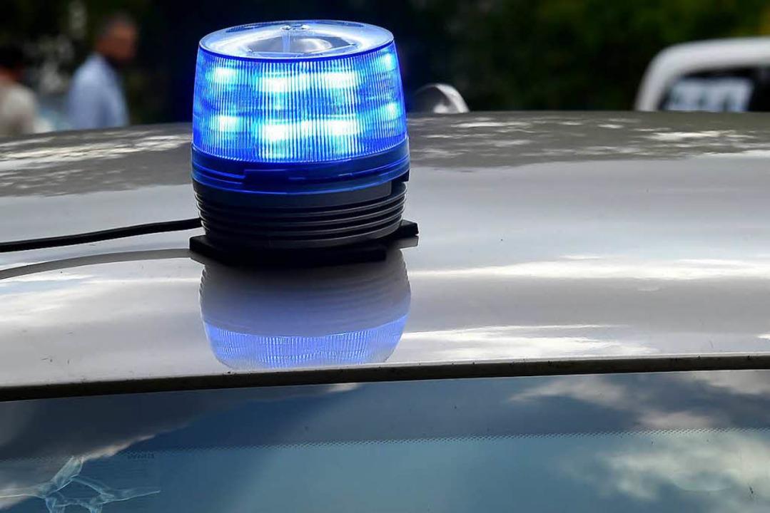 Die Polizei sucht einen Rollerfahrer, ...einer Kontrolle flüchtete. Symbolbild.  | Foto: dpa