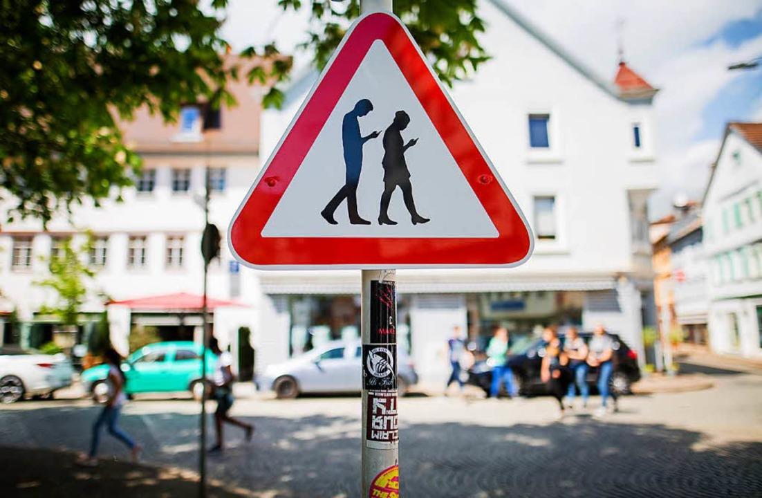 """In Reutlingen soll dieses Schild Autof...phone"""" und """"Zombie"""".    Foto: dpa"""