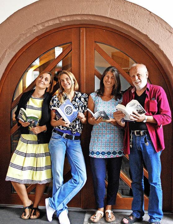 Das Leseteam für Samstagnacht: Julia S... wandern die Besucher an die Leseorte.    Foto: Sylvia-Karina Jahn