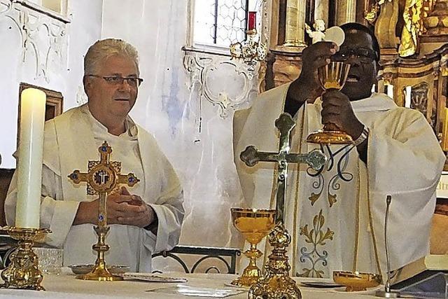 Gläubige pilgern zur Wallfahrtskirche Todtmoos