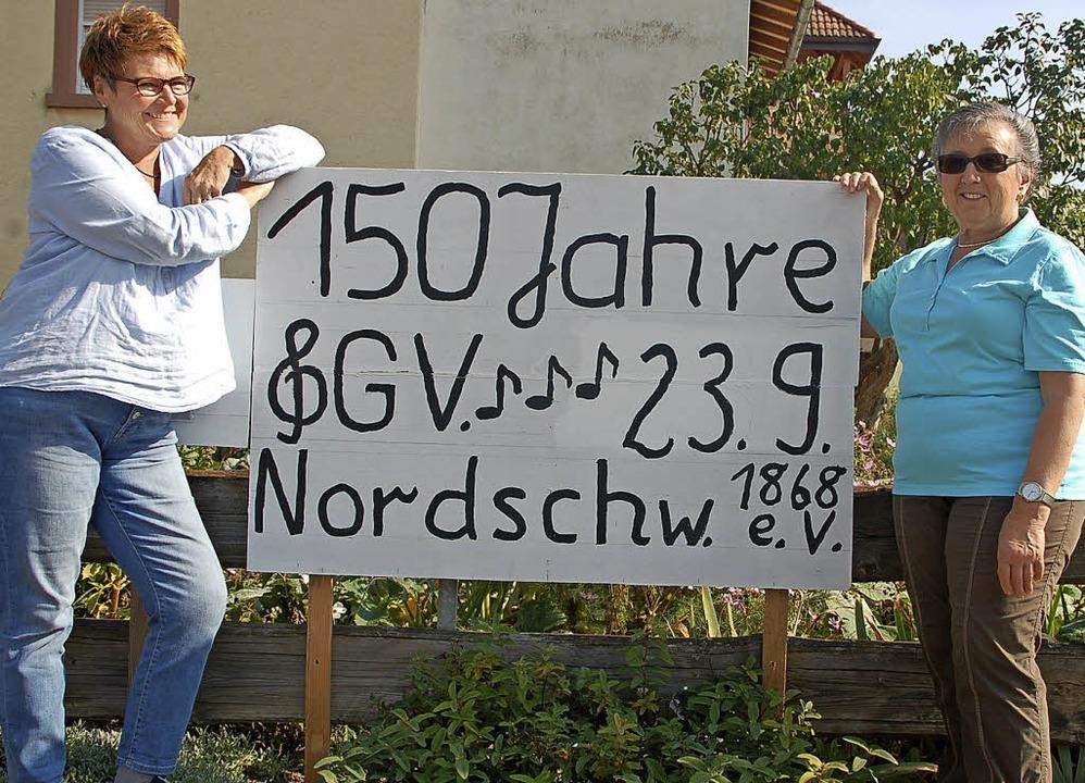 Iris Bruno (rechts) und Katharina Beck...iläumsfest Gesangverein Nordschwaben.     Foto: Petra Wunderle