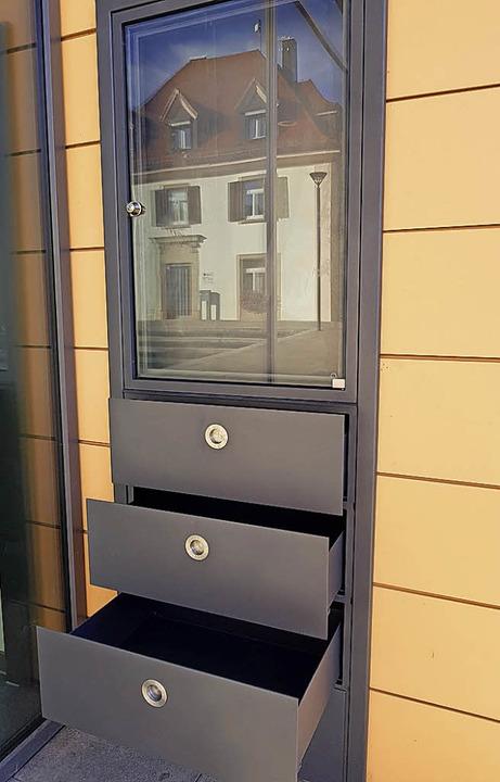 Schubladen für Bücher und darüber ein ...8211; so sieht die neue Bücherei aus.     Foto: Steckmeister