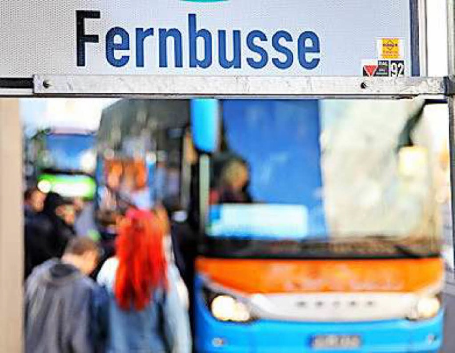 Auf die Weiterreise mit einem Fernbus ...nen gefälschten Führerschein bei sich.  | Foto: Jan Woitas