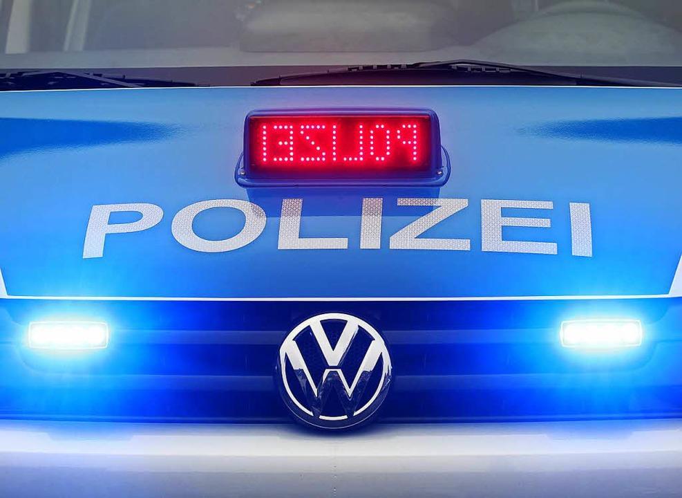 Die Polizei sucht nach dem unbekannten Fahrer.   | Foto: dpa