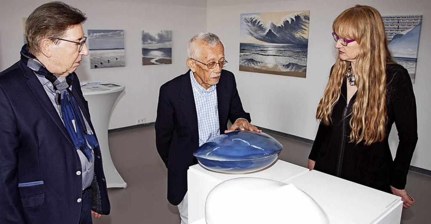 Jürgen Messmer, Aisaku Suzuki und Andr...r Vernissage in der Galerie Messmer.    | Foto: Michael Haberer