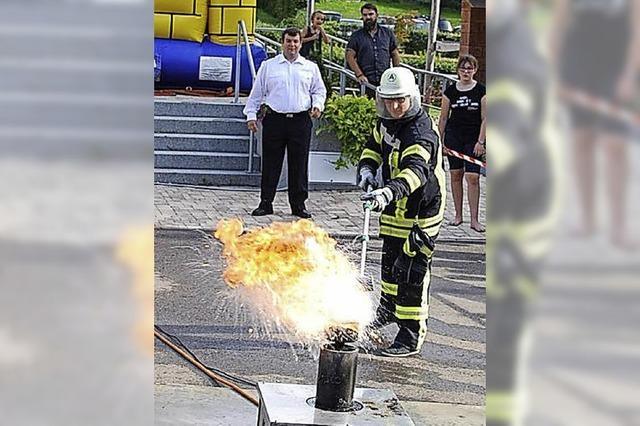 Feiern und nebenbei ein Feuer löschen