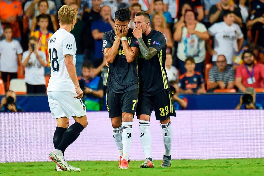 Ronaldo hat von Schiri Felix Brych die Rote Karte gezeigt bekommen.    Foto: AFP