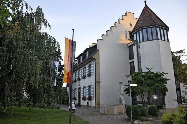 Zunächst kommen Rathaus und seine Umgebung dran