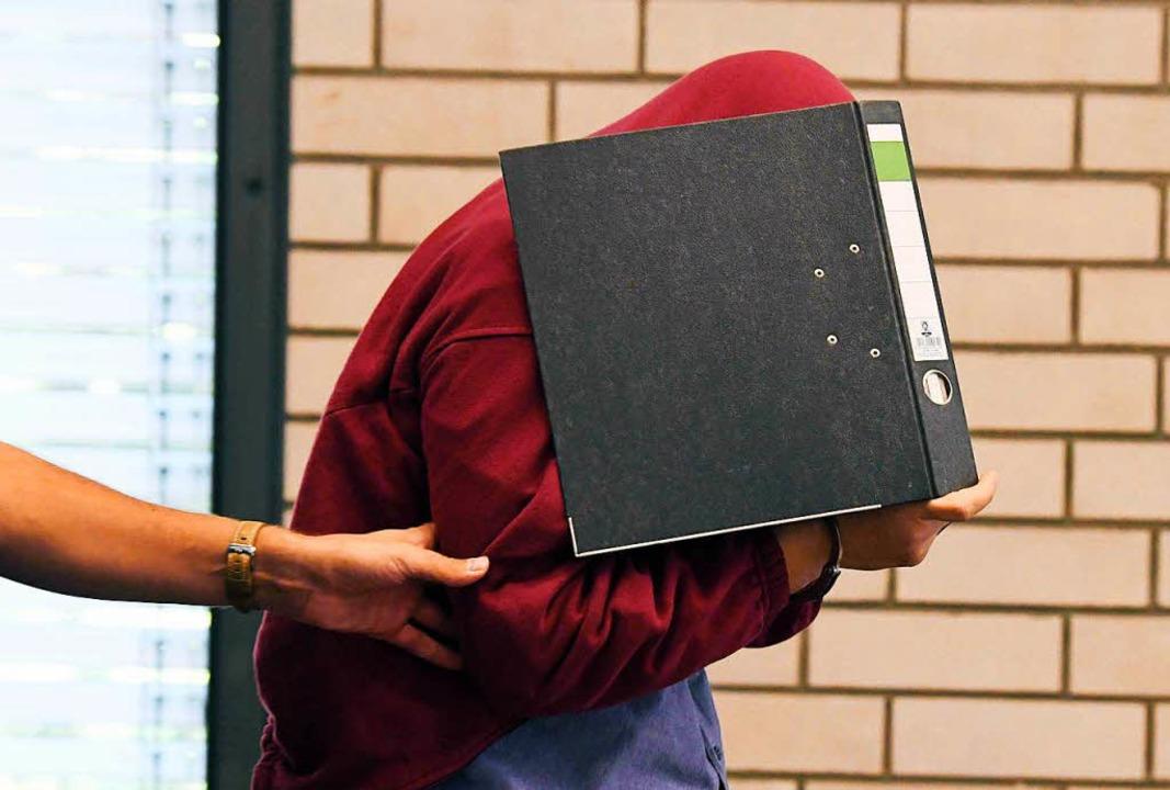 Der angeklagte Schwimmlehrer hat vor d...en großen Teil der Vorwürfe gestanden.    Foto: dpa