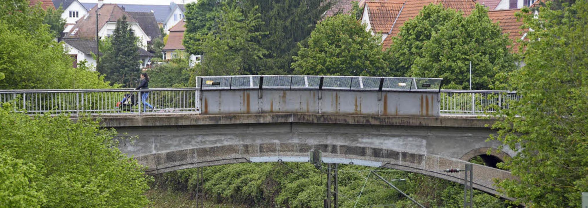 Zu marode für einen Linienbus, aber au...wert: Güterstraßenbrücke in Haltingen     Foto: Lauber