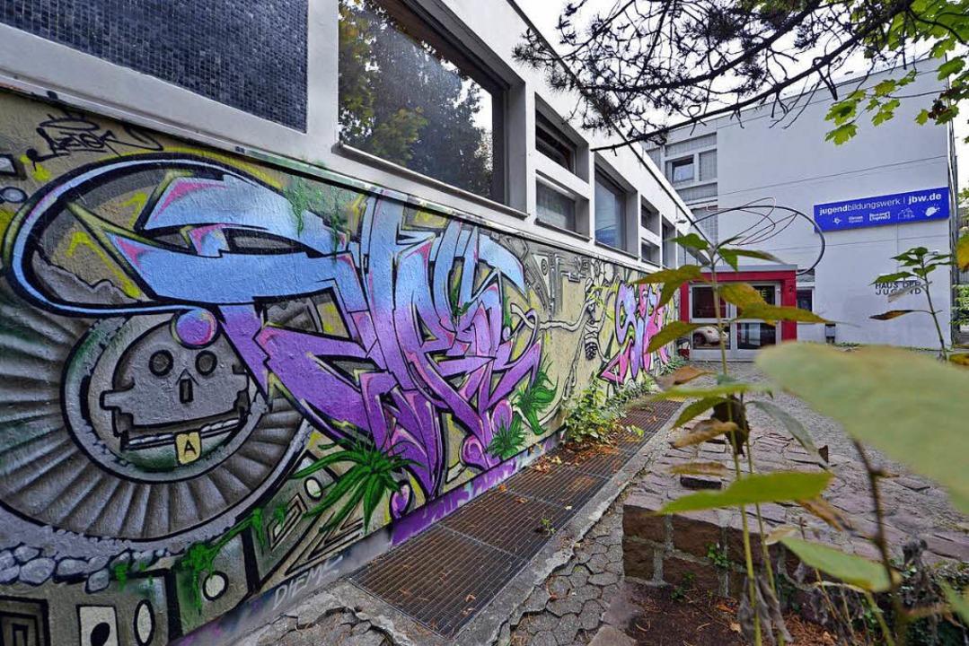 Das Haus der Jugend wurde nun als Denk...#8211; das macht die Sanierung teurer.  | Foto: Michael Bamberger