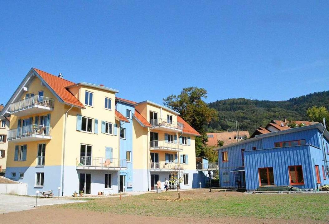 Station 3: Innovatives Bauen. Hier ist das Wohnprojekt in Raitbach zu sehen.  | Foto: Edgar Steinfelder