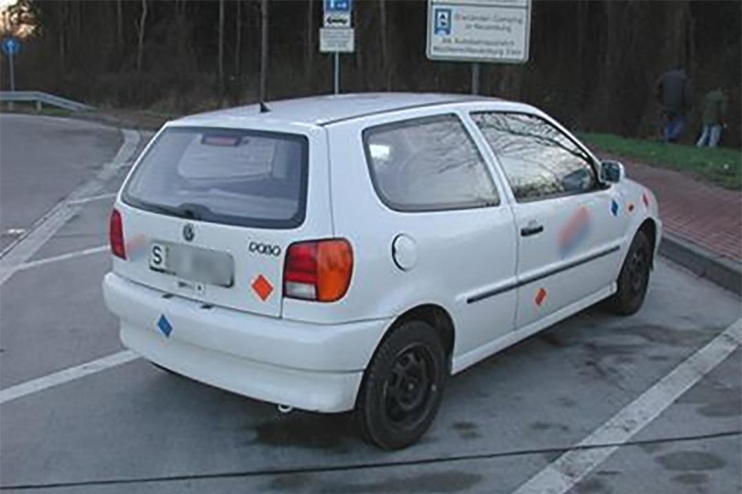 VW Polo auf dem Autobahnparkplatz Neuenburg West an der A 5 (2003)  | Foto: Polizeipräsidium Freiburg