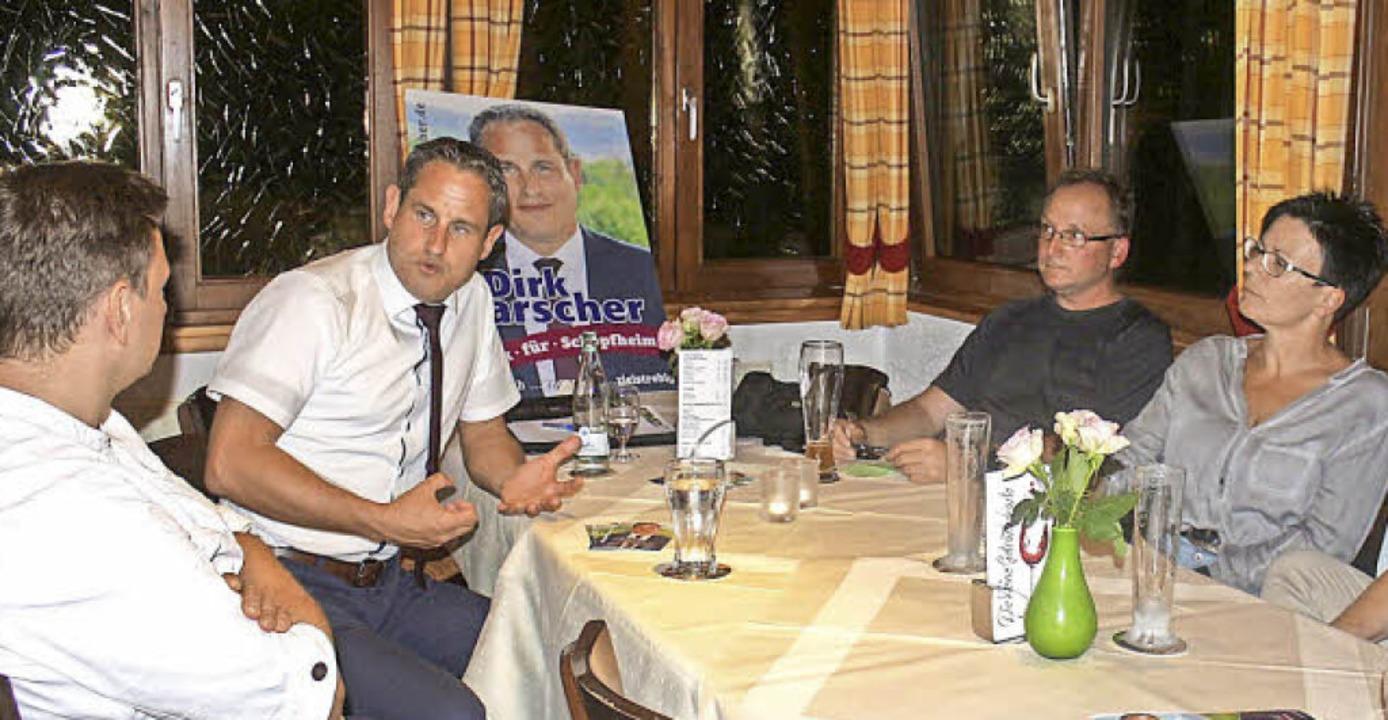 Dirk Harscher (Zweiter von links) im G...hlveranstaltung in Raitbach-Sattelhof.    Foto: Anja Bertsch