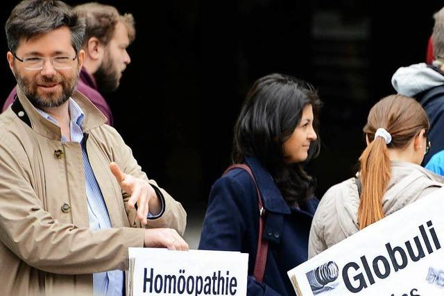 Ein Schlüsselerlebnis mit einer Hebamme machte ihn zum Homöopathie-Gegner