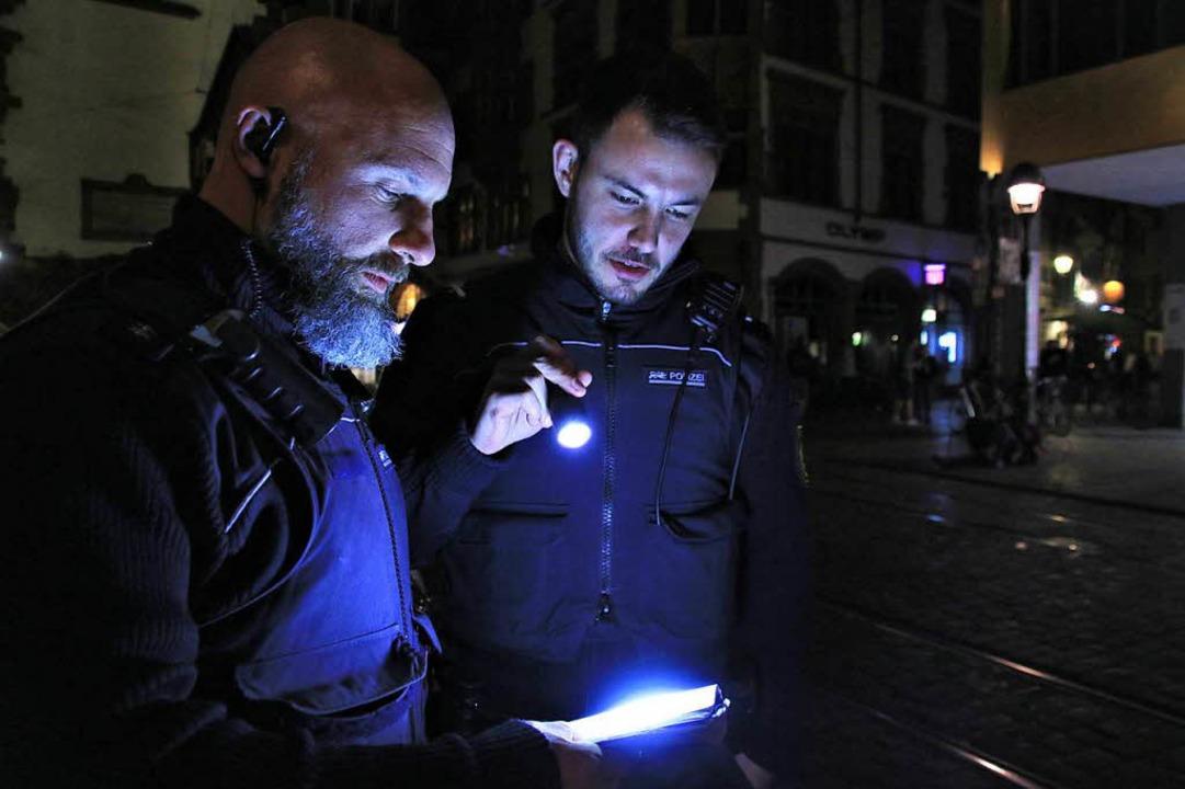 Die Polizisten sollen die abendliche Kriminalität unter Partygängern eindämmen.  | Foto: Steve Przybilla