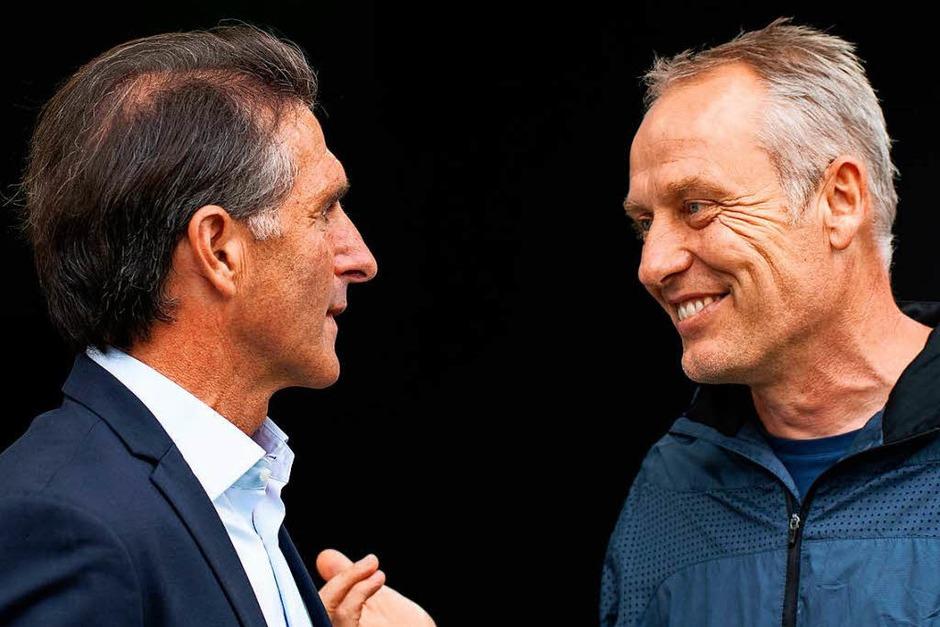 VfL-Coach Bruno Labbadia (links) und Christian Streich begrüßen sich vor dem Spiel (Foto: dpa)