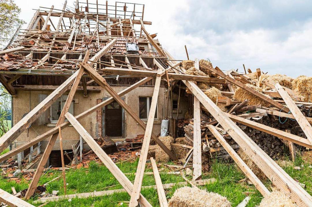 Ein von einem Tornado zerstörtes Haus in Bonndorf im Mai 2015  | Foto: Carlotta Huber