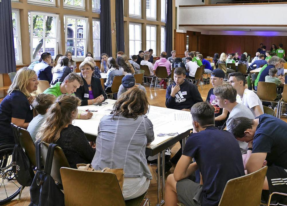 Einen regen Austausch von Meinungen ma...8220; bei der Jugendkonferenz möglich.  | Foto: Jennifer Mayer