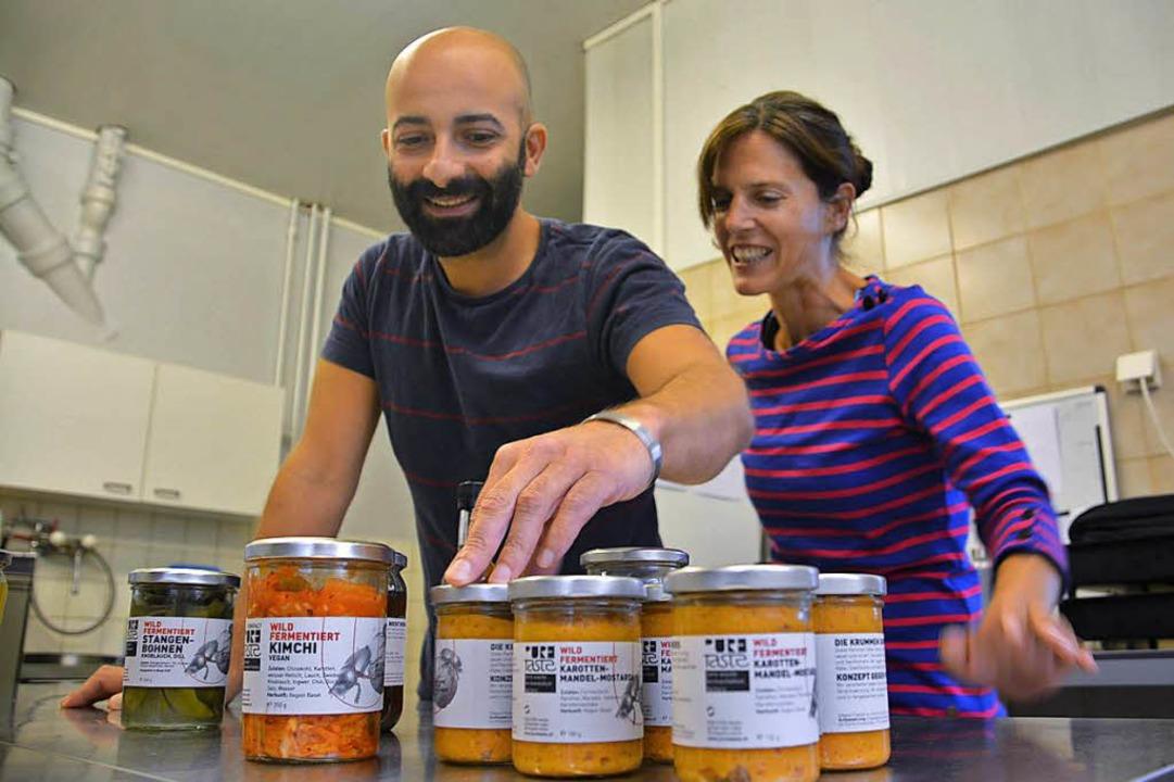 Matteo Leoni und Petra Körner sind auf...hmack gekommen: Sie fermentieren wild.  | Foto: Julia Jacob