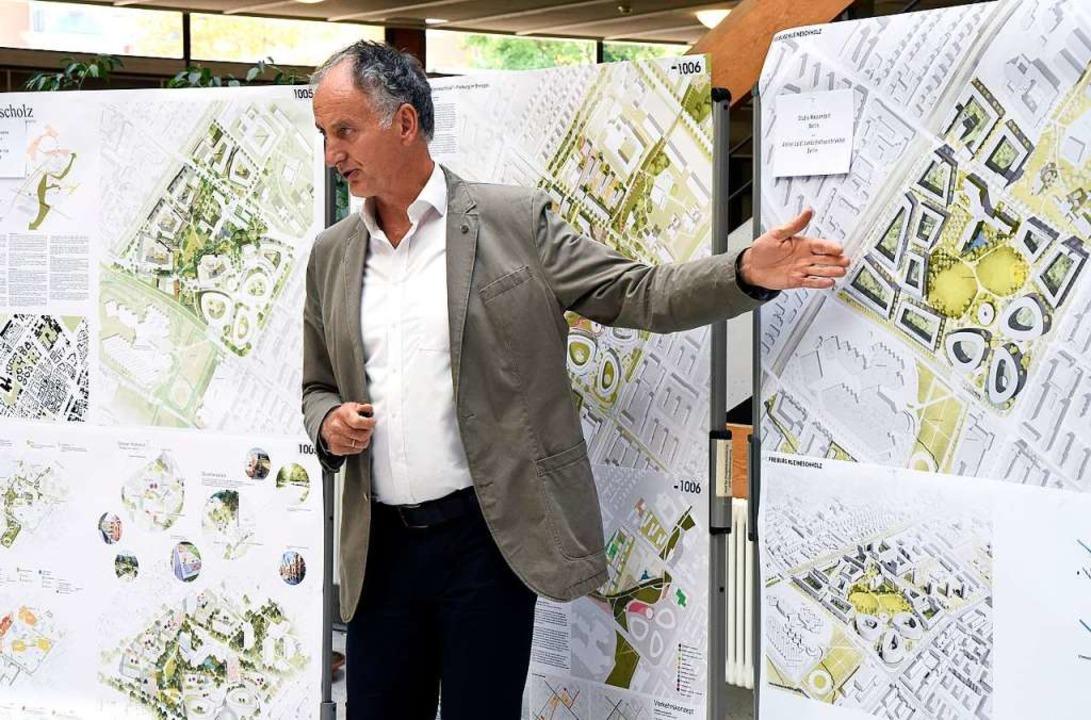 Roland Jerusalem, der Leiter des Stadtplanungsamtes, stellt die Pläne vor.  | Foto: Thomas Kunz
