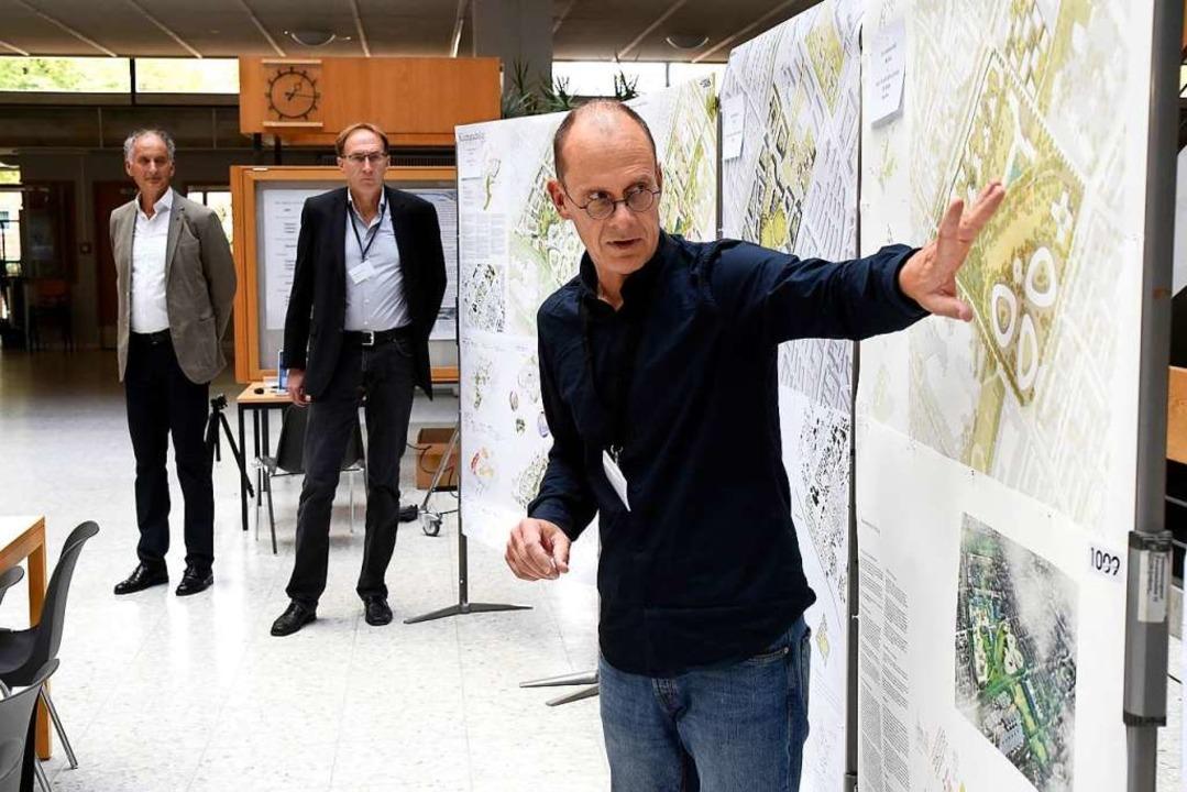 Jörg Faltin (rechts im Vordergrund), M...nks) und Baubürgermeister Martin Haag.  | Foto: Thomas Kunz