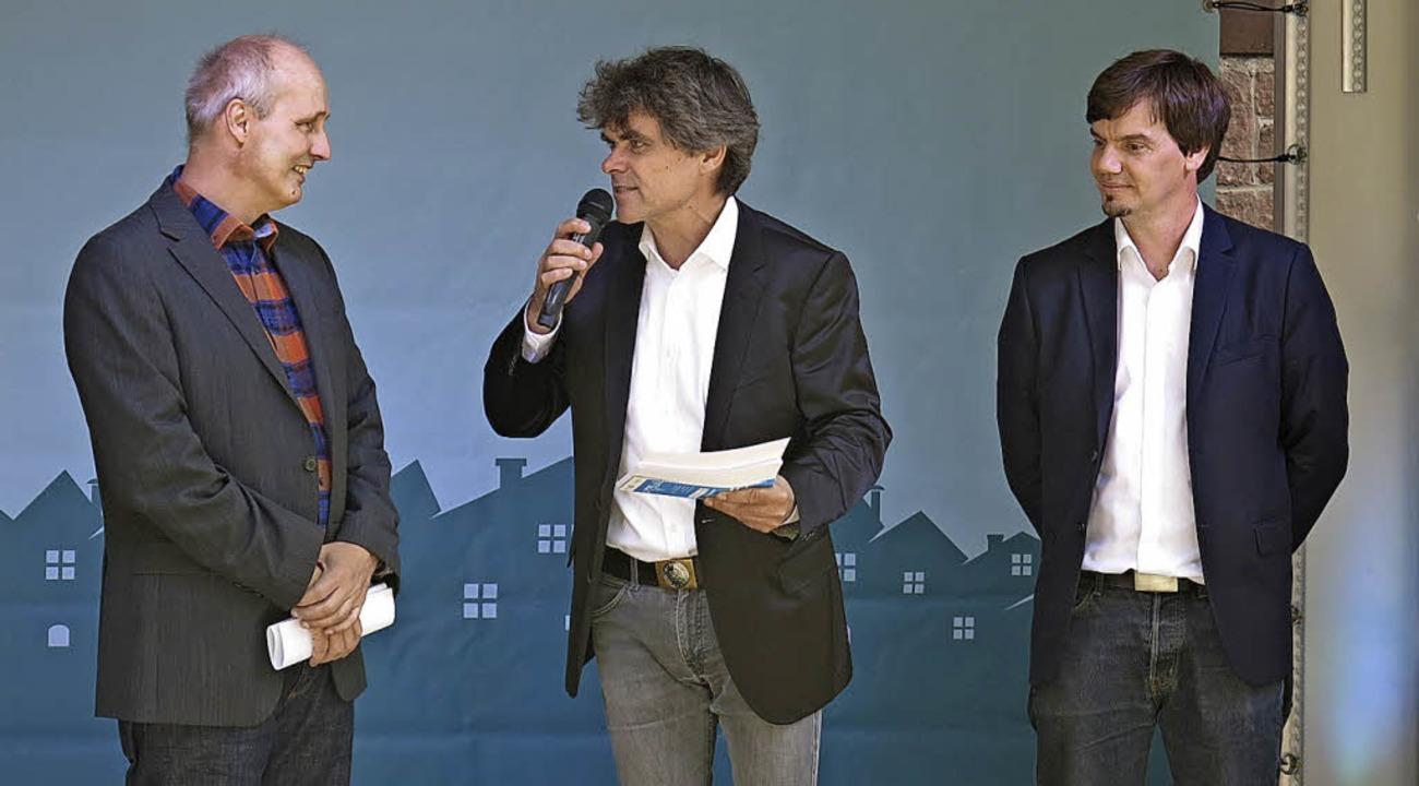 Armin Bobsien, Klimaschutzmanager der ...ingen (r.) im Gepräch mit Ronald Meyer  | Foto: Georg Voß