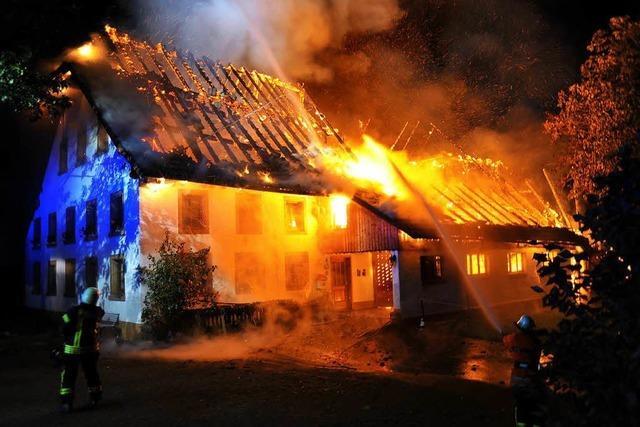 Feuer zerstört Stoffelhof in Simonswald – Bewohner können sich retten