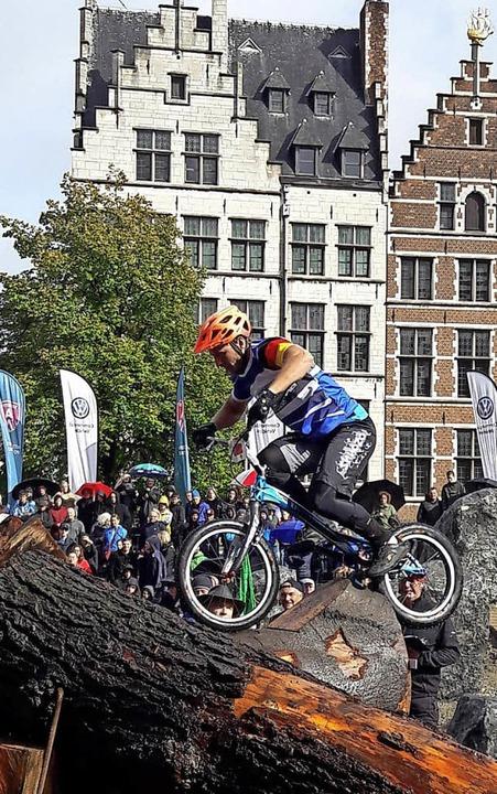 <BZ-FotoAnlauf>Fahrradtrial:</BZ-FotoA...r malerischen Kulisse von  Antwerpen.   | Foto:  Privat