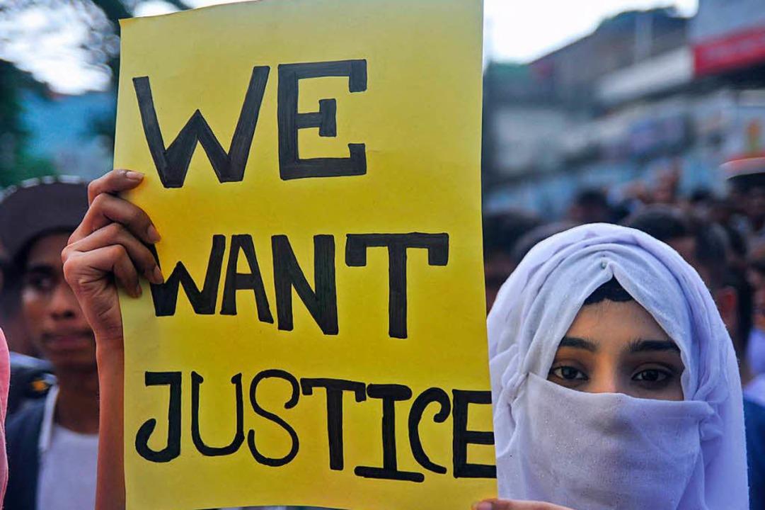 Demonstranten protestieren gegen das V...nfall im Juli  starben zwei Studenten.  | Foto: dpa