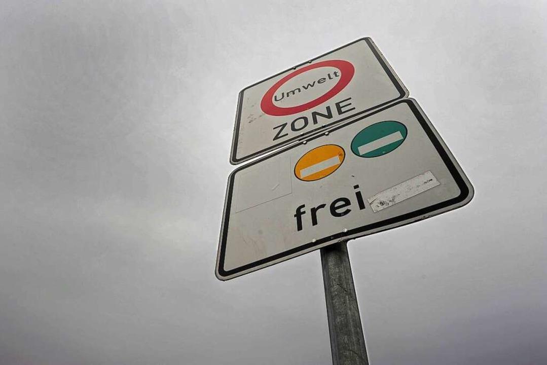 Die Umweltzone soll in Freiburg  auf die B31 ausgeweitet werden.    Foto: Ingo Schneider