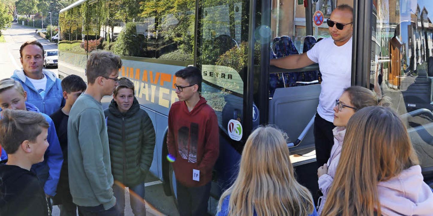 Bus-Scouts haben sich am Bildungszentr...cout-Team kritische Situationen durch.  | Foto: Martha Weishaar