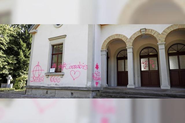 Graffiti-Schmierereien auf dem Waldbachfriedhof
