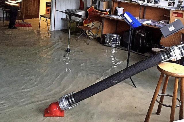 Rohrbruch setzt Schulkeller unter Wasser