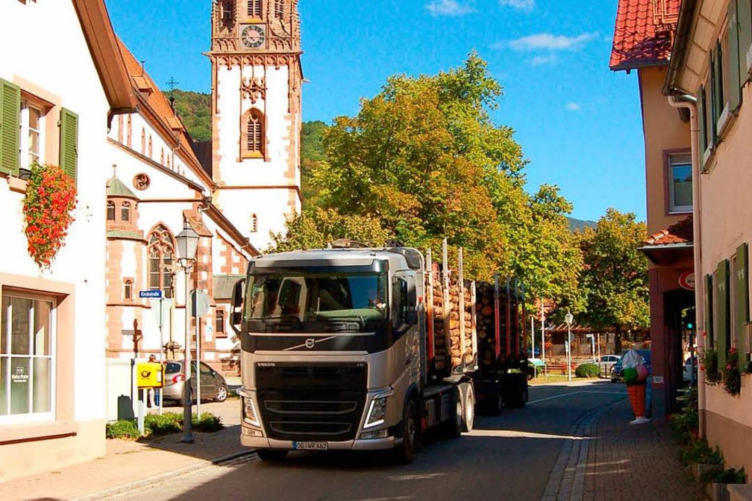 Durch die Ortsdurchfahrt im Glottertal...rg Diesel-Fahrverbote in Kraft treten.  | Foto: Christian Ringwald