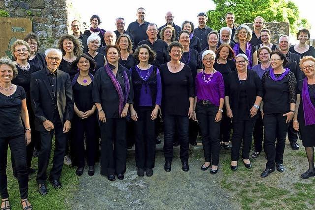 Der Freiburger Chor Purpel Chariots singt auf der Landesgartenschau in Lahr