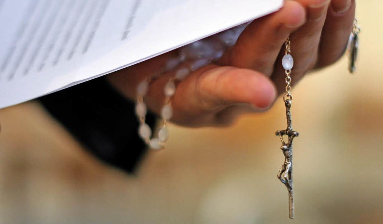 Ein Konzept zur Prävention von sexuell...e Kirche zu einem sicheren Ort machen.  | Foto: dpa